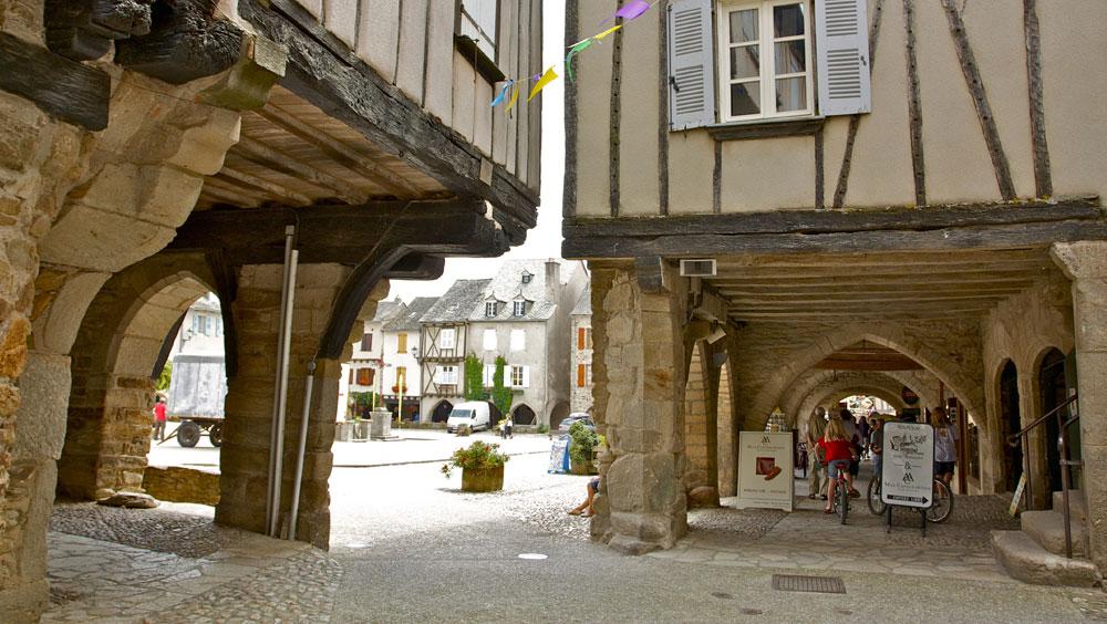 Sauveterre de Rouergue的广场